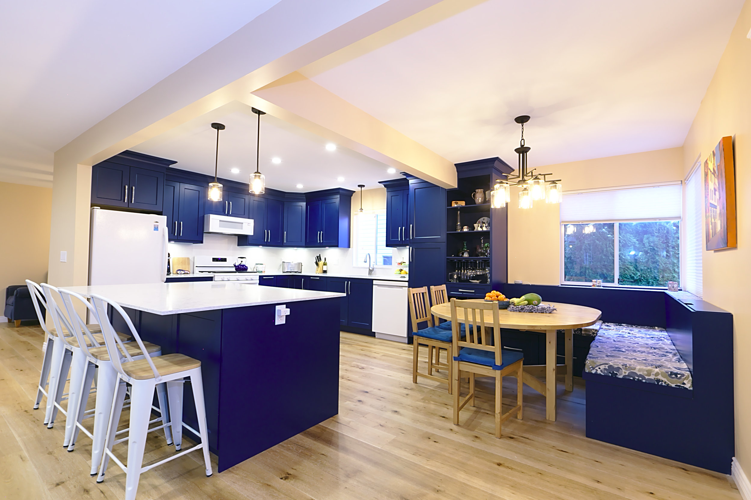 THE JORDAN KITCHEN - FEAUTURE IN BLUE