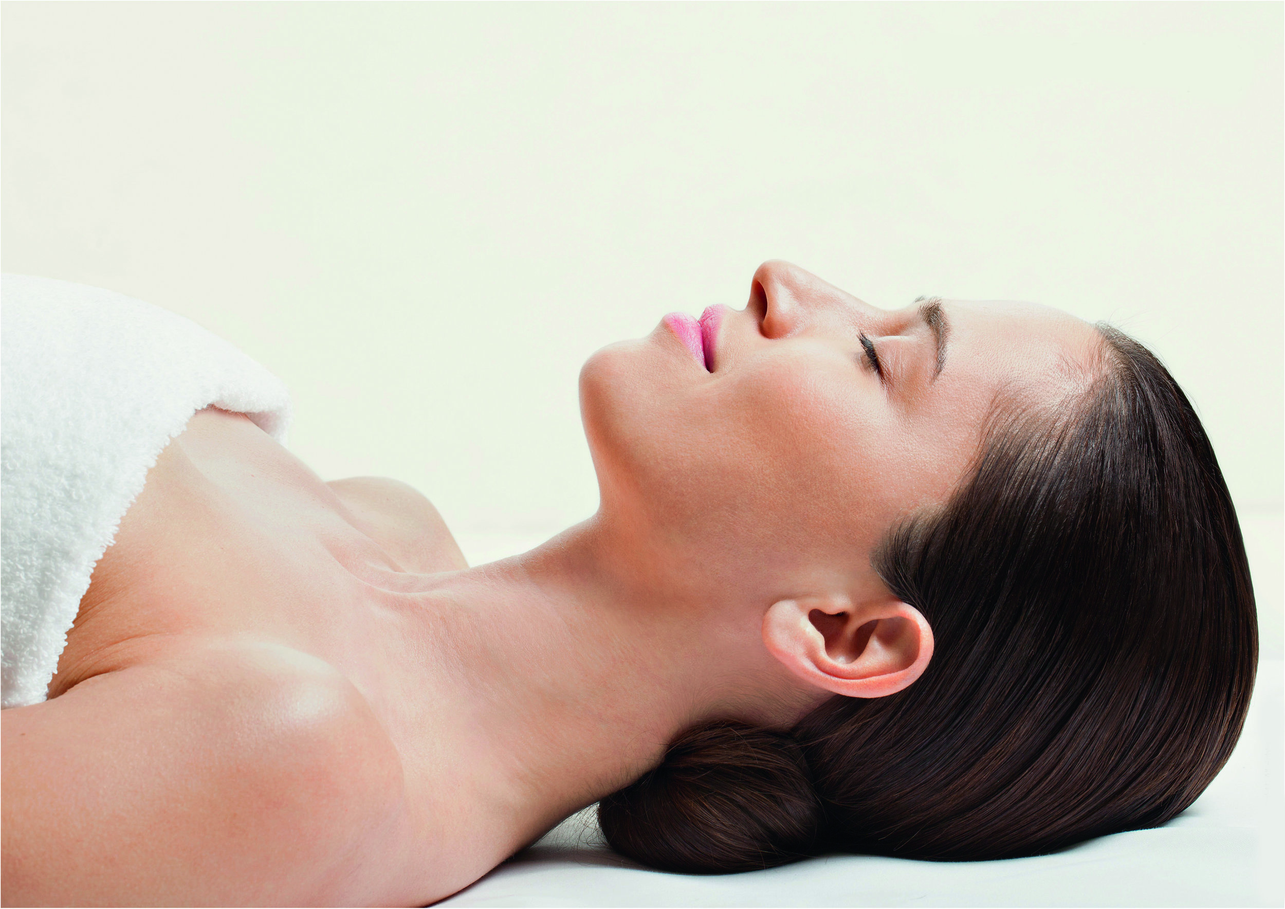 Hydradermie Lift Treatment   A 'fitness instructor' for your facial muscles, this treatment utilizes micro-currents to stimulate the face muscles and effectively lifts the muscles and skin tissues to reduce saggy skin and wrinkles.   *Click on the treatment image to learn more