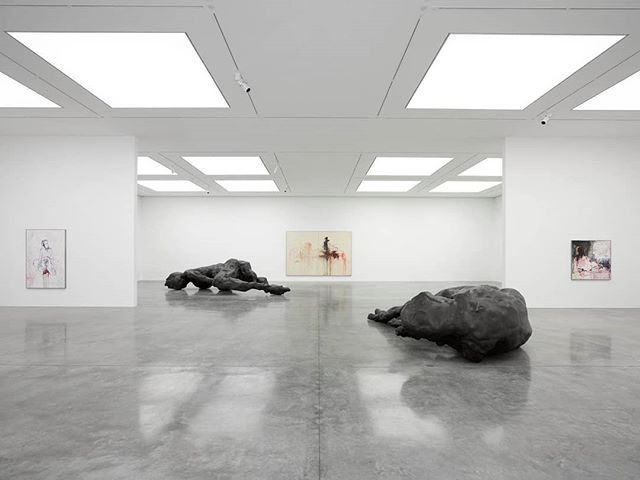 Looking to absorb some culture this weekend? We recommend checking out the stunning 'A Fortnight of Tears' exhibition by Tracey Emin at the @whitecube gallery Bermondsey! ◻️ *image taken from @whitecube