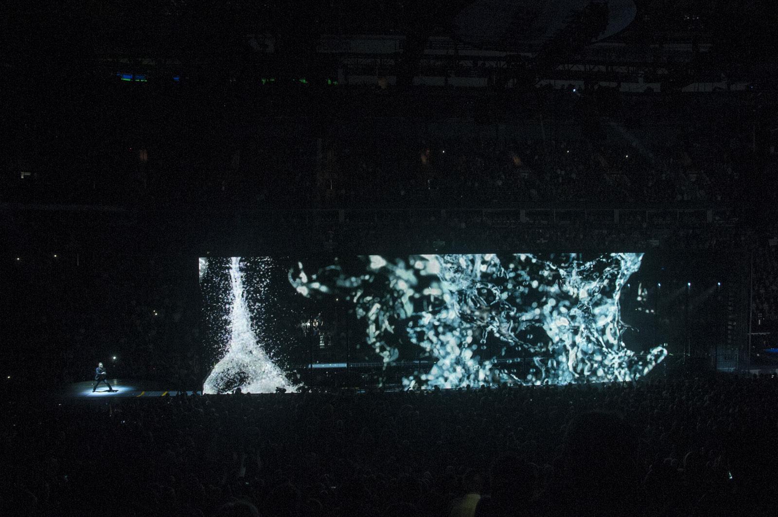 831-U2_14MAY15_Show__115.JPG