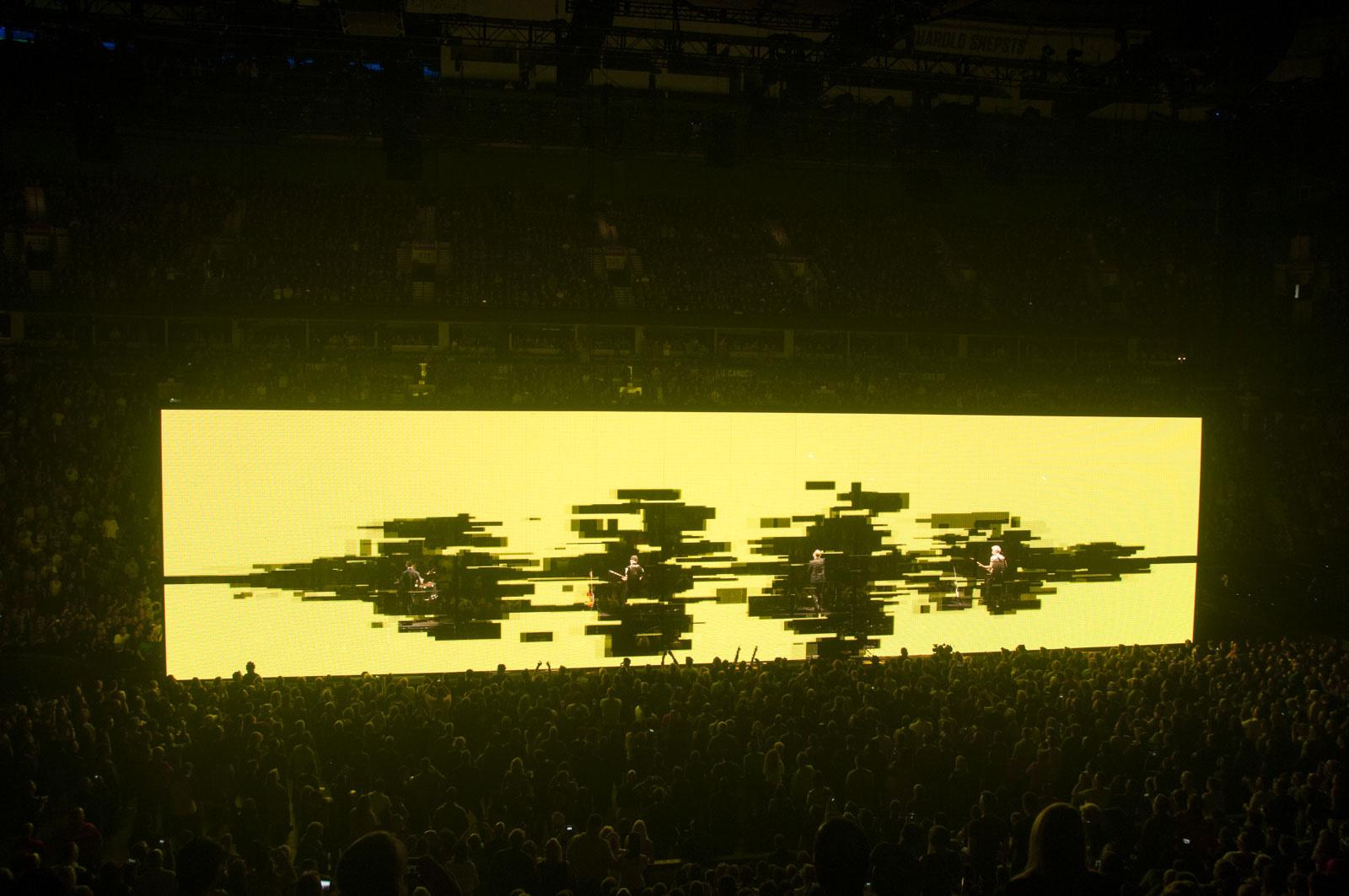 831-U2_14MAY15_Show__131.JPG