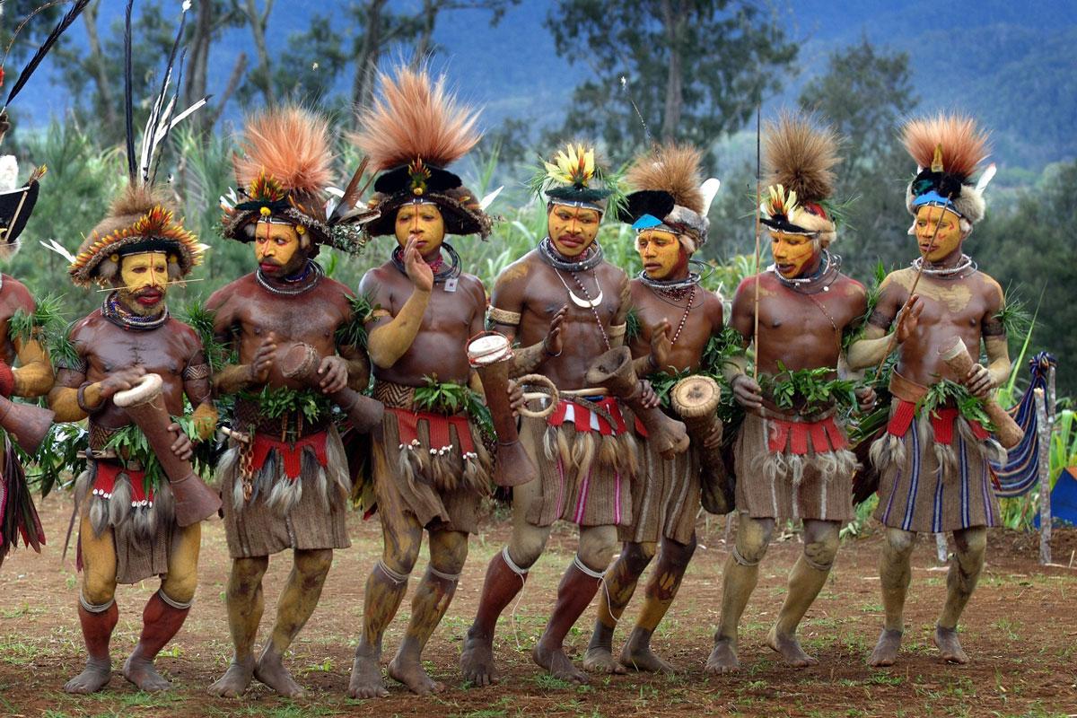 PNG_Ambua-Huli-Dancers-©-Trans-Niugini-Tours-3163.jpg