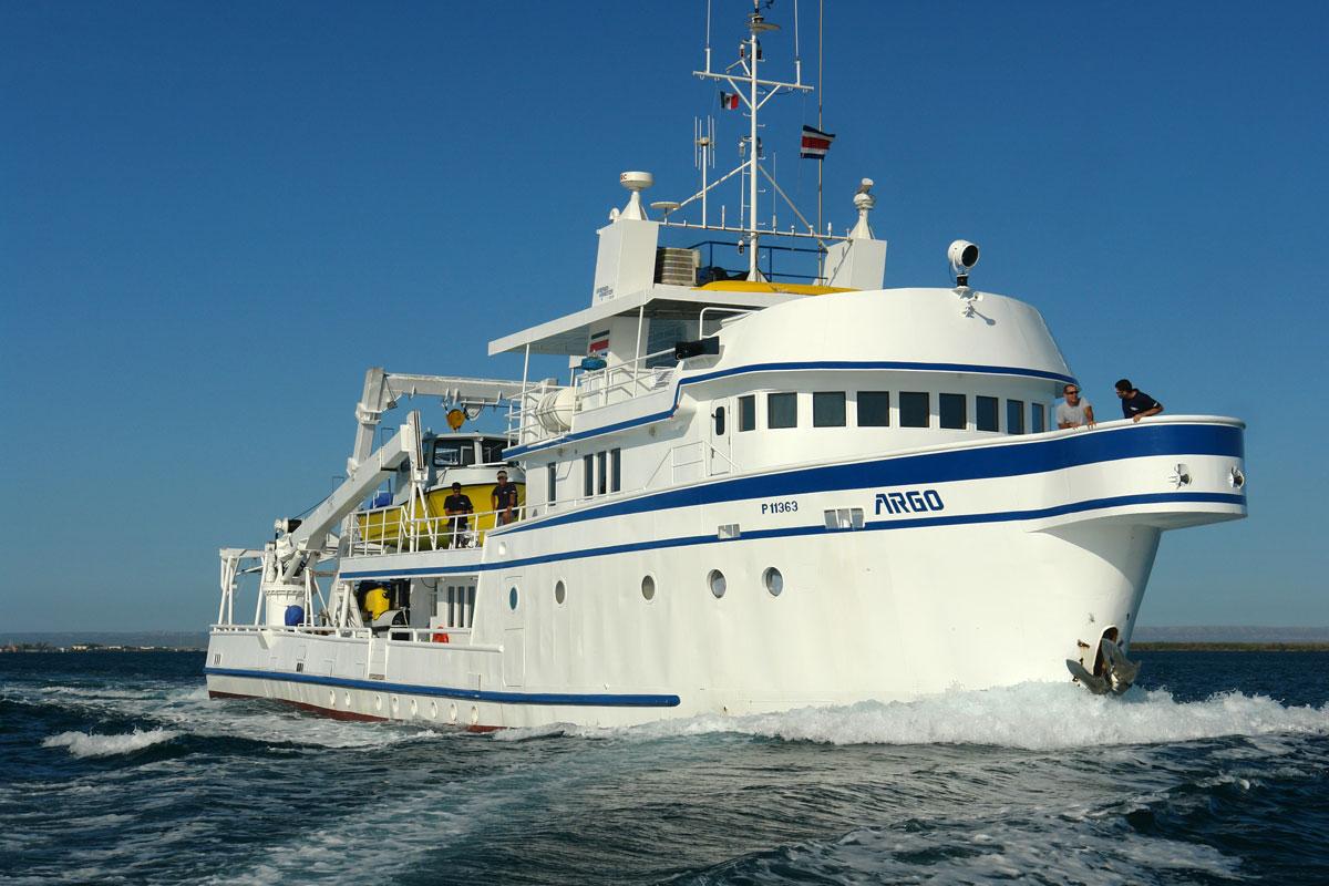 CRI_MV-Argo-Vessel-Underway-©16-Undersea-Hunter-Group-004.jpg