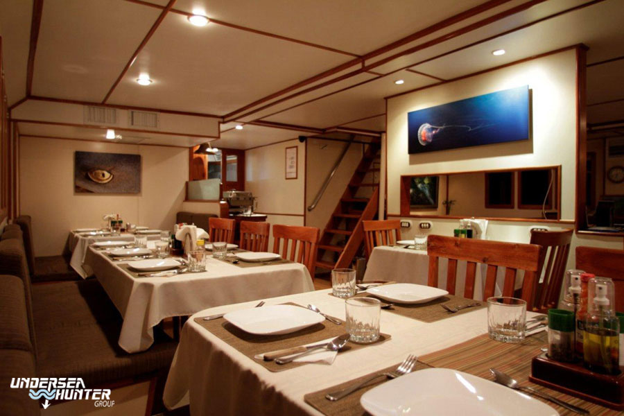 CRI_MV-Argo-Dining-Room-©16-Undersea-Hunter-Group-001.jpg