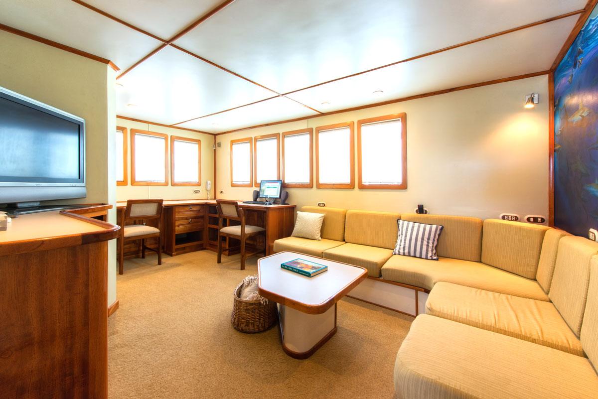 CRI_MV-Argo-Upper-Lounge-©16-Undersea-Hunter-Group-002.jpg