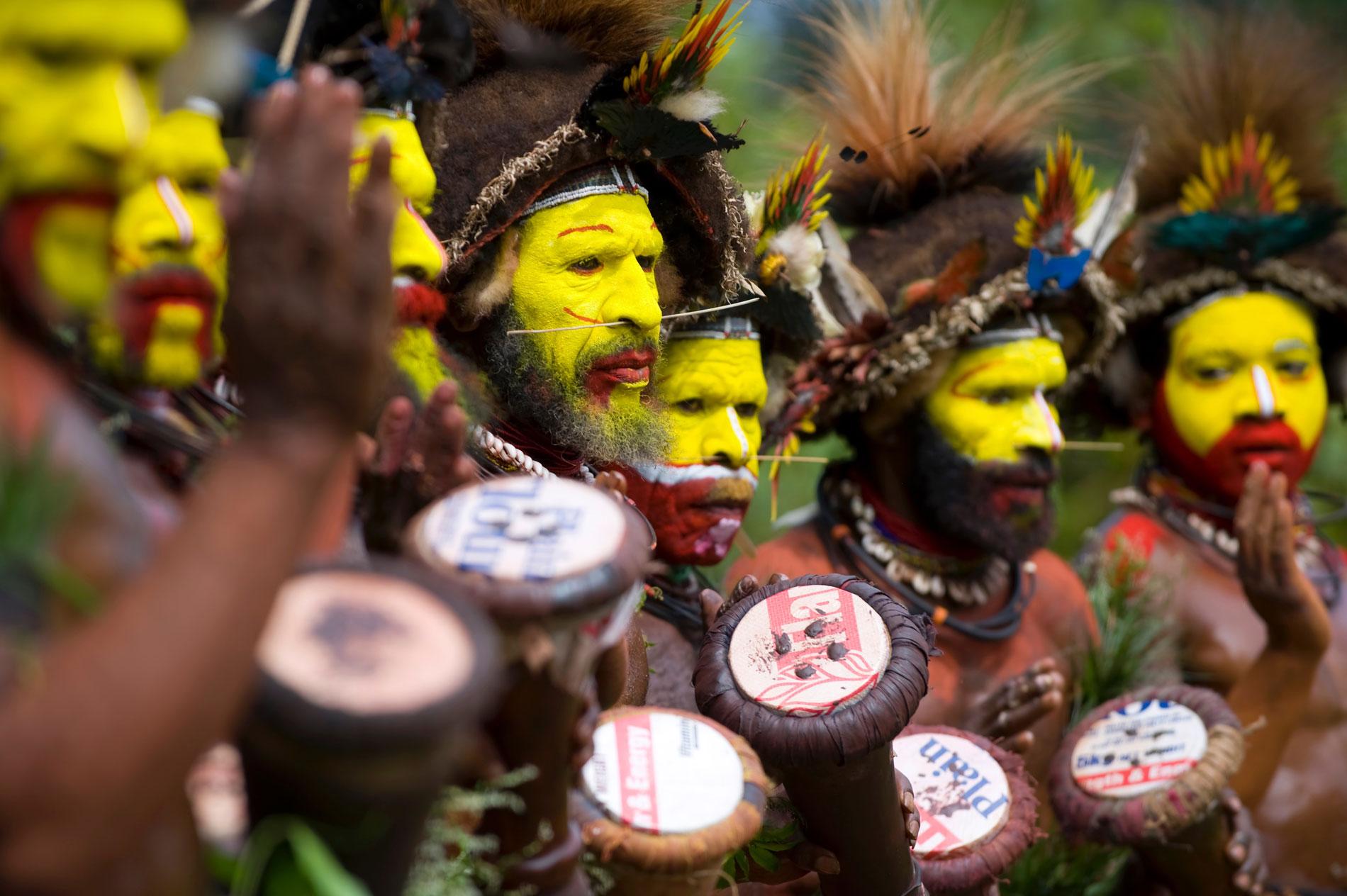 PNG_Ambua-Huli-Wigman-Singsing-©11-Thomas-Baechtold-129.jpg