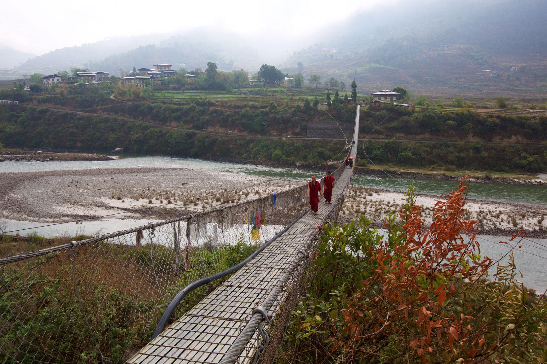 BTN_Punakha-hanging-bridge-©17-Thomas-Baechtold-1072.jpg