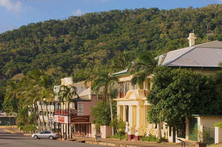 AUS_Cooktown-Charlotte-St-©-Guurrbi-Tours-002.jpg