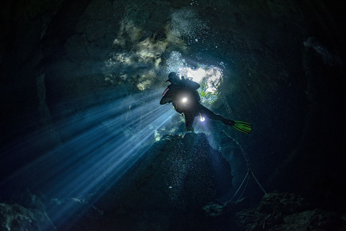 MEX_Cenotes-UW-Cave-diving-©-AdobeStock_232520989.jpg