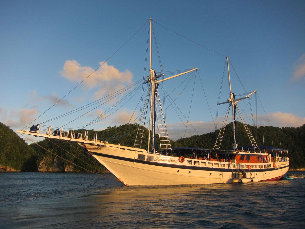 PLW-Palau-Rock-Island-Tours-©-Thomas-Baechtold-4.jpg