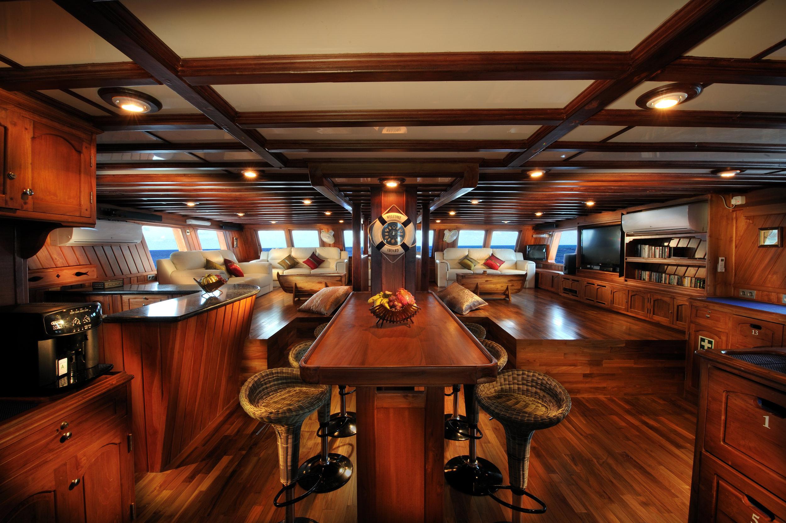 PLW_Palau Siren-Saloon © Siren Fleet WWDAS.jpg