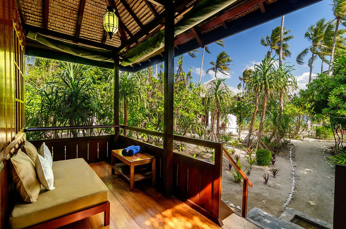 IDN_Wakatobi-Resort-Palm-Bungalow-Patio-©-Wakatobi-Resort-23.jpg