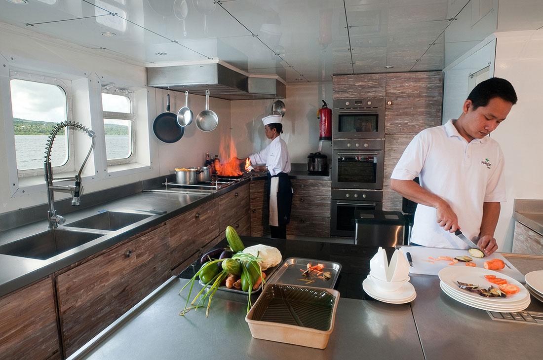 IDN_SY-Pelagian-Galley_chefs-©-Didi-Lotze.jpg