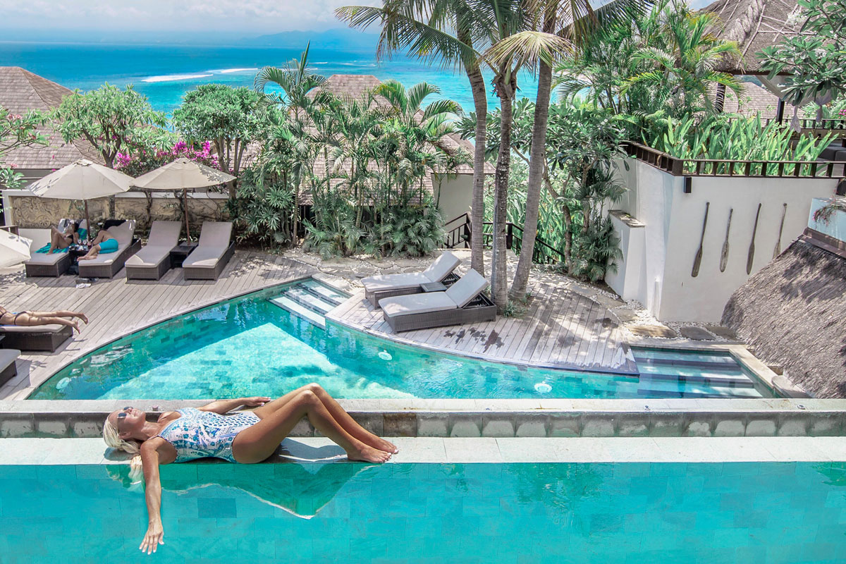 IDN_Batu-Karang-Pool-w-lady-©-Batu-Karang-Resort.jpg