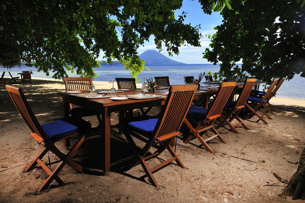 IDN_Siladen-Island-Resort-Beach-Dining-©Siladen-DVwF9nGA.jpg