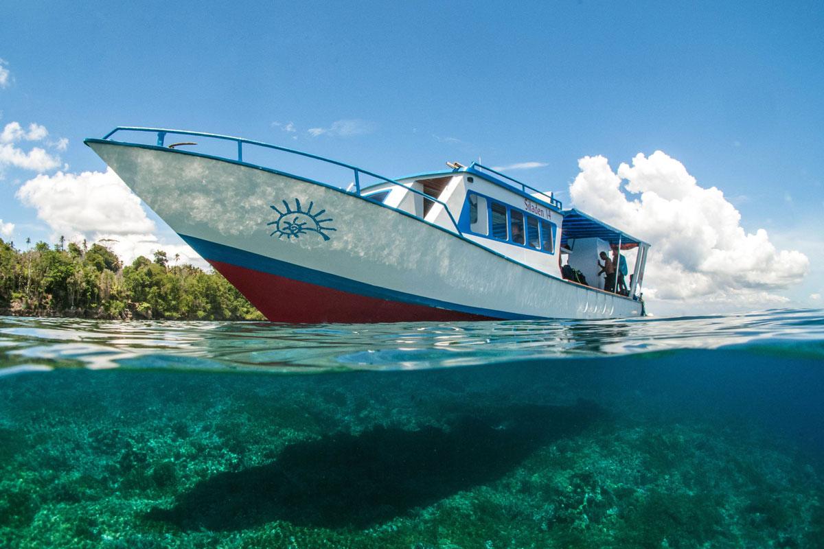 IDN_Siladen-Island-Resort-Dive-Boat-©Siladen-LQj7NO8_.jpg