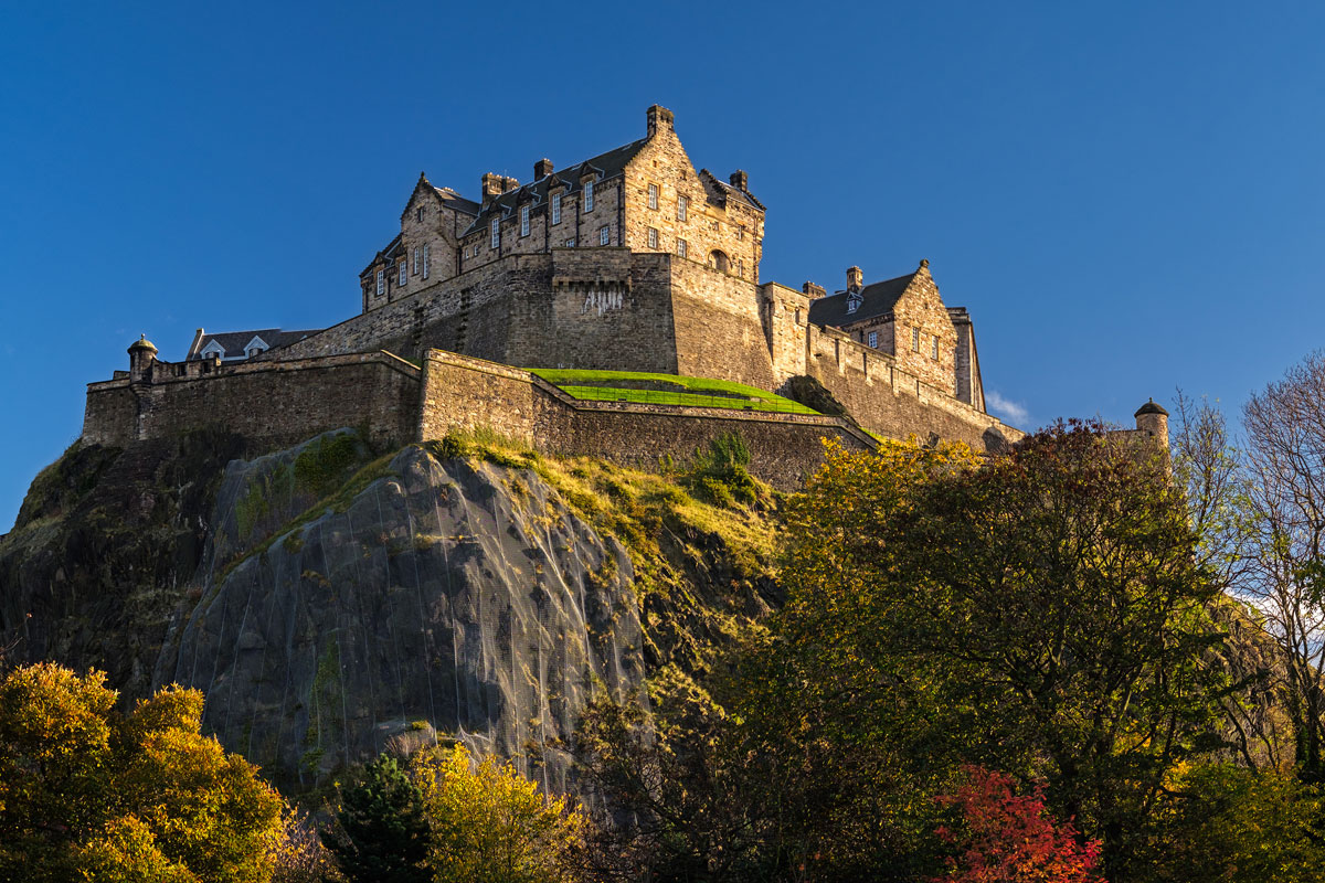 GBR_Scotland-Edinburgh-Castle-©-AdobeStock_180099449.jpg