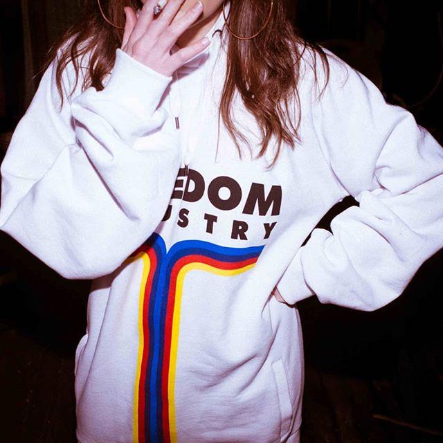 _ _ _  #polystyren #ss19 #streetwear #streetstyle #hoodie #womenstyle #fashion #shopping #shoponline #fridaynight #oversized
