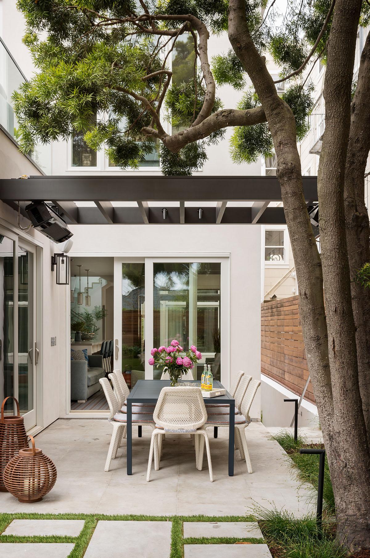 16 mwm-scotty-259x-patio.jpg