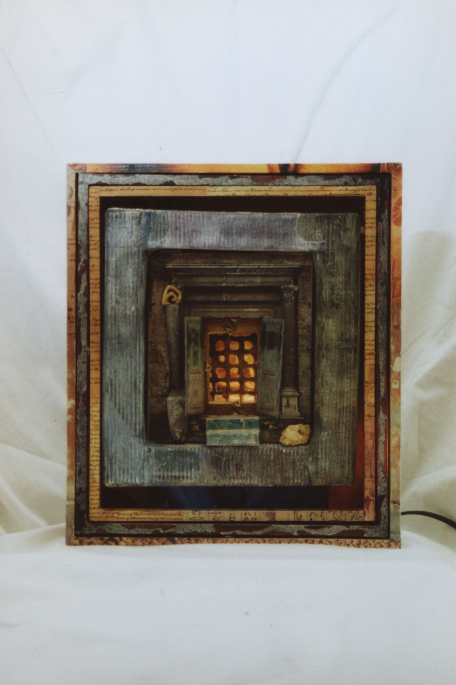 LE PORTAIL / THE DOORWAY 11″ x 12.5″ x 3″