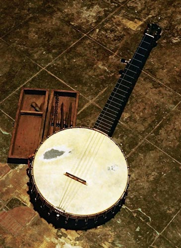 Banjo photographed for the German release of Down the Dirt Road Blues.