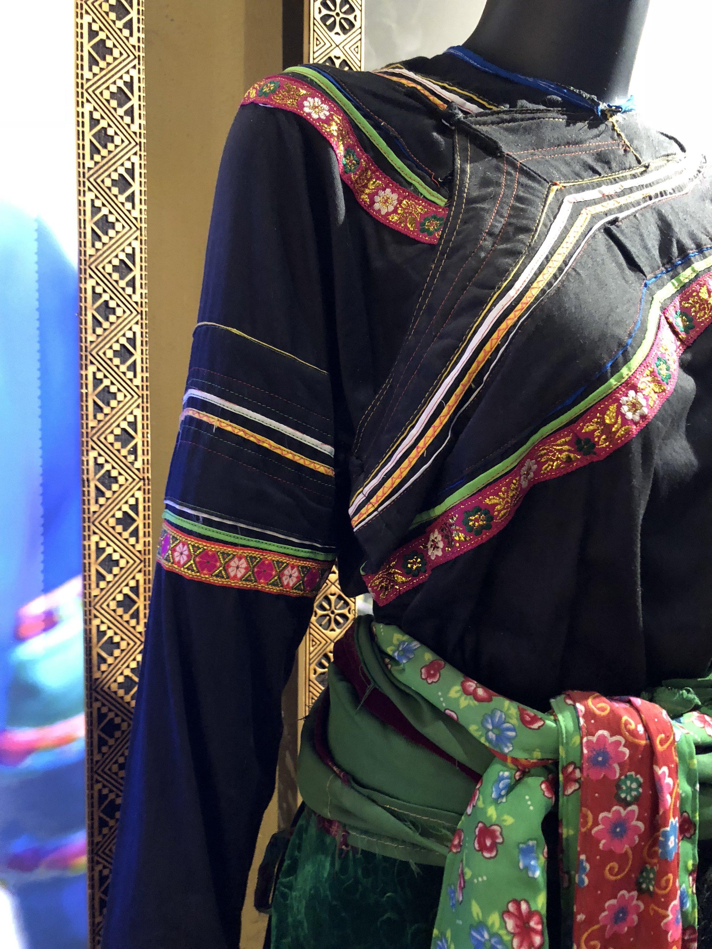 Co Lao costume