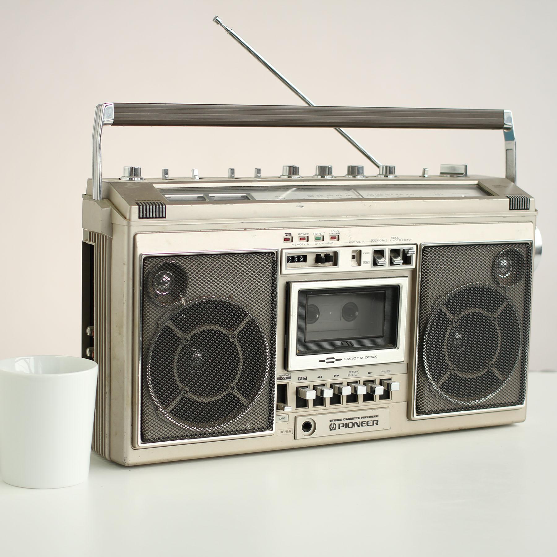 Vintage Electronics and Typewriters.