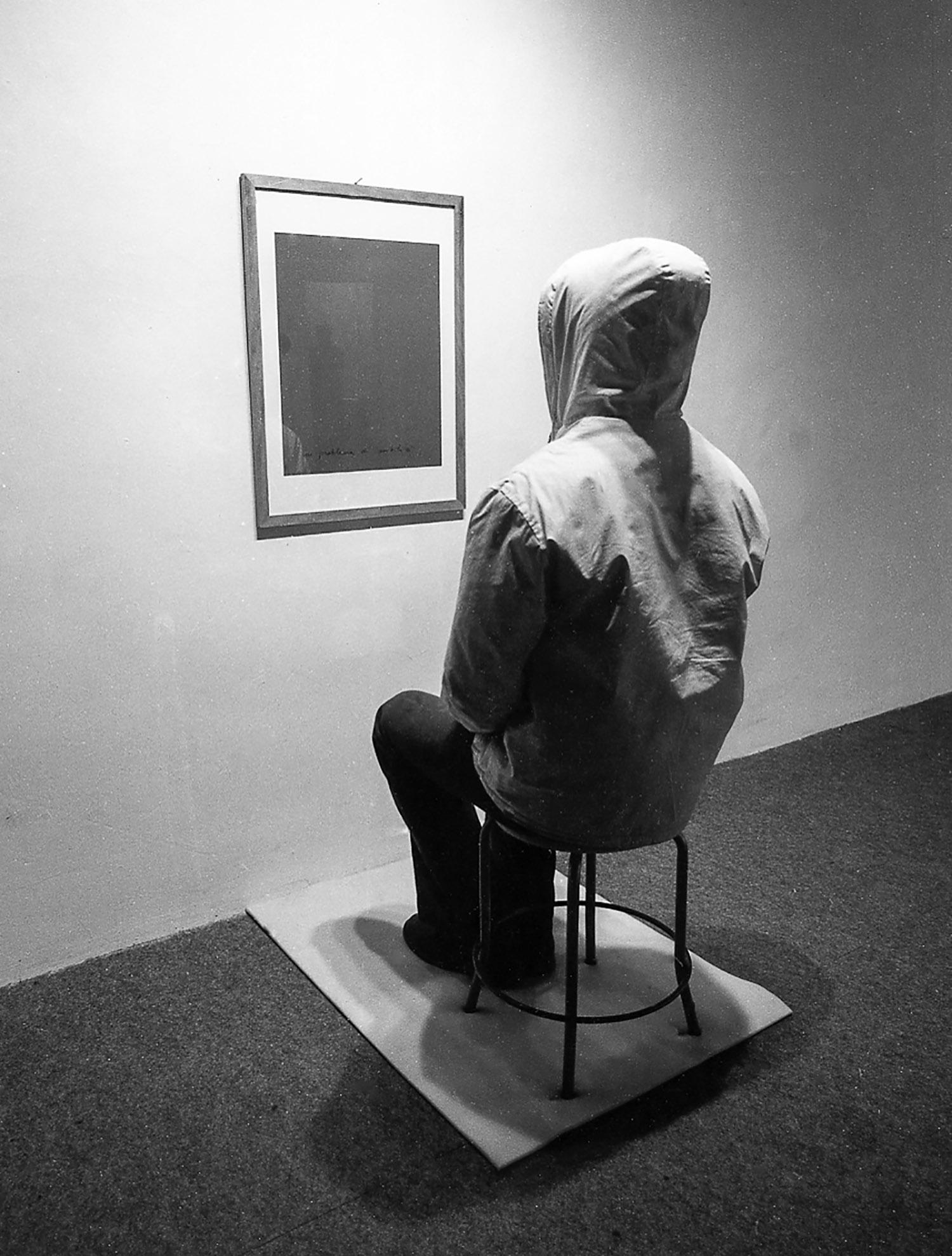 0001-UN PROBLEMA DI SENSIBILITA', 1977 veduta dell'installazione Galleria Schema, Firenze.jpg