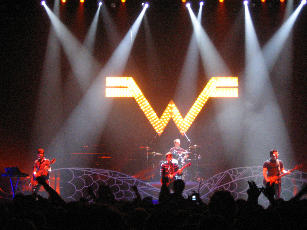 Internet photo   Weezer performs in London.