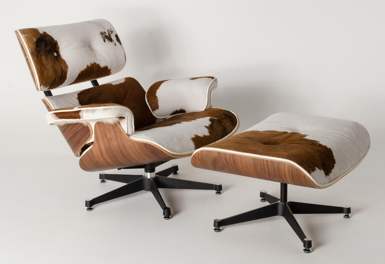 This cowhide lounger is definitely making a statement in a living room or office. Organic textiles like a cowhide always give a one-of-a-kind feel, we also love to use these as  unique floor coverings