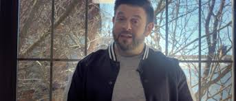 MENLO HOUSE 15 SECOND CHALLENGE WITH ADAM RICHMAN: 5 PLACES TO DRINK IN BROOKLYN