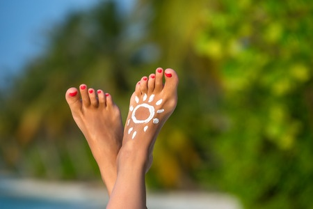 44976971_S_Feet_Sun_Toes_legs.jpg