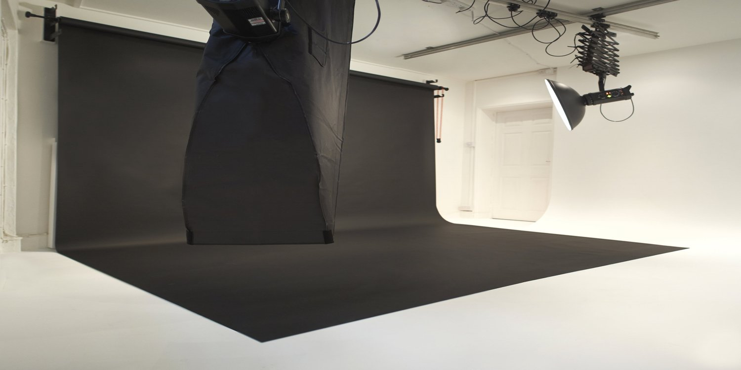 flare_commercial_photography_studio_brighton_bnlack_backdrop.jpeg