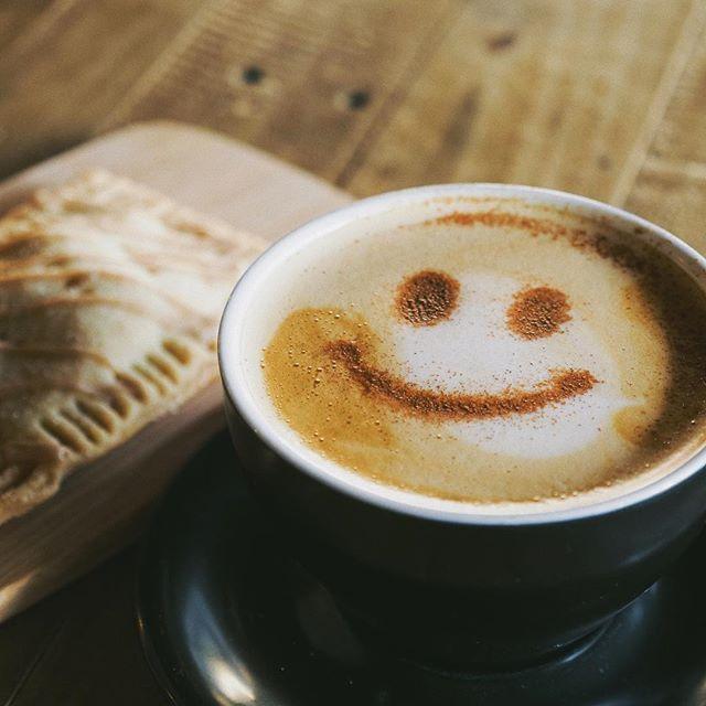 let us help you fall into the season with a smile || chai tea latte & pumpkin poptart