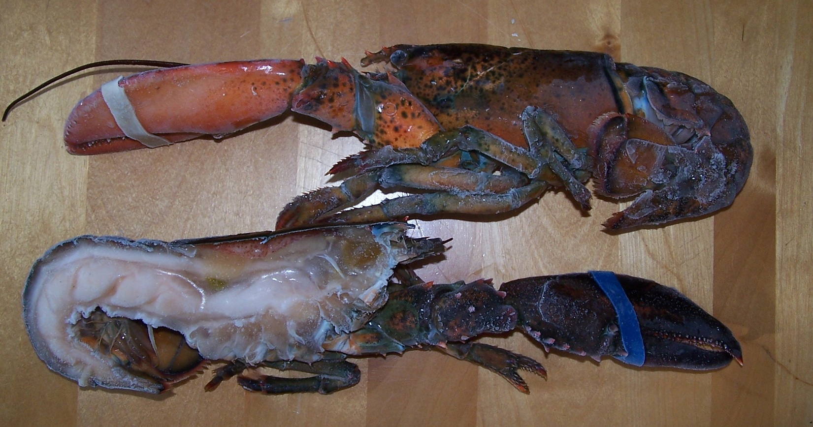 Split Lobster with Claw & Knuckle Meat Attached
