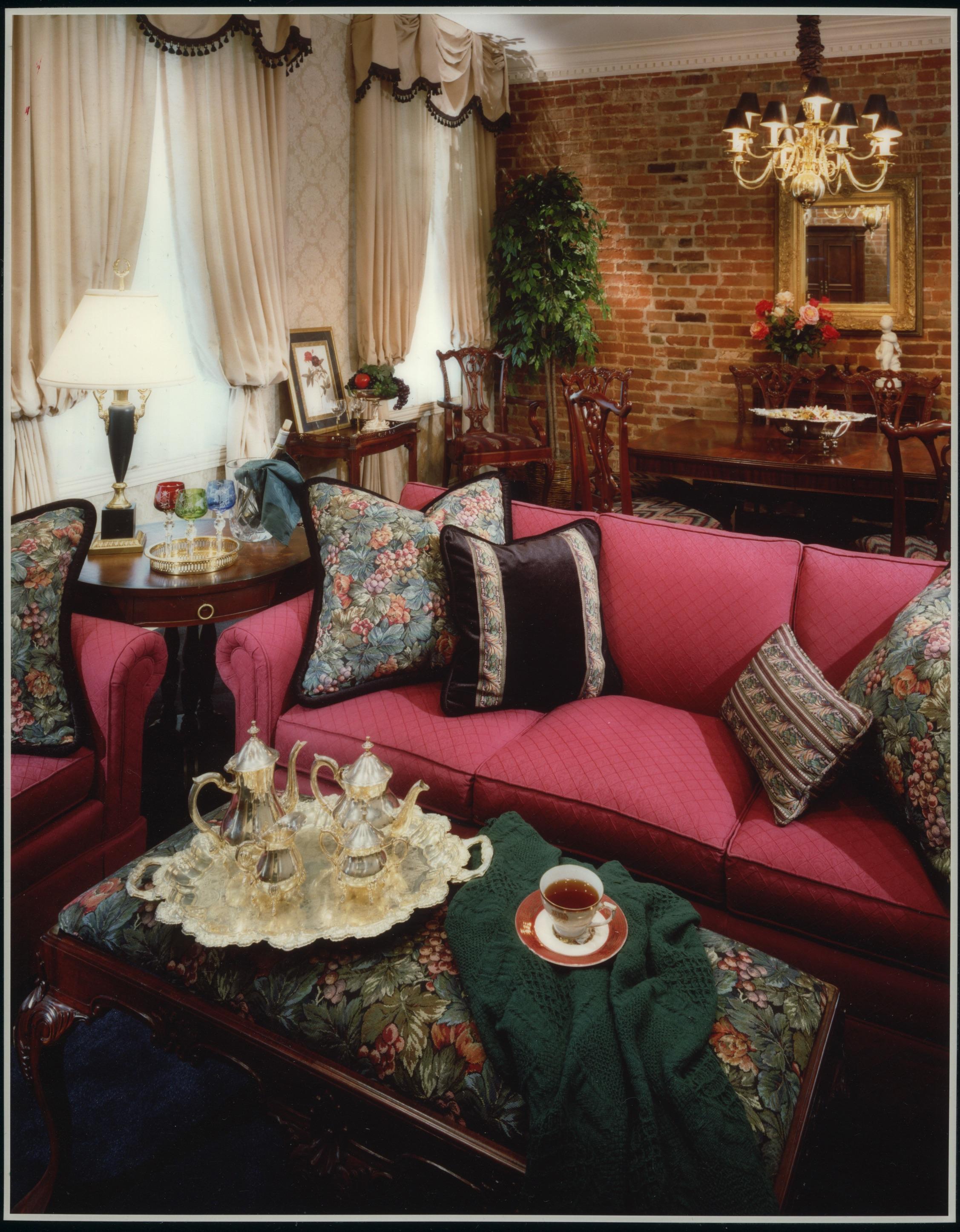 Nawlins Living Room 2006-Edit.jpg