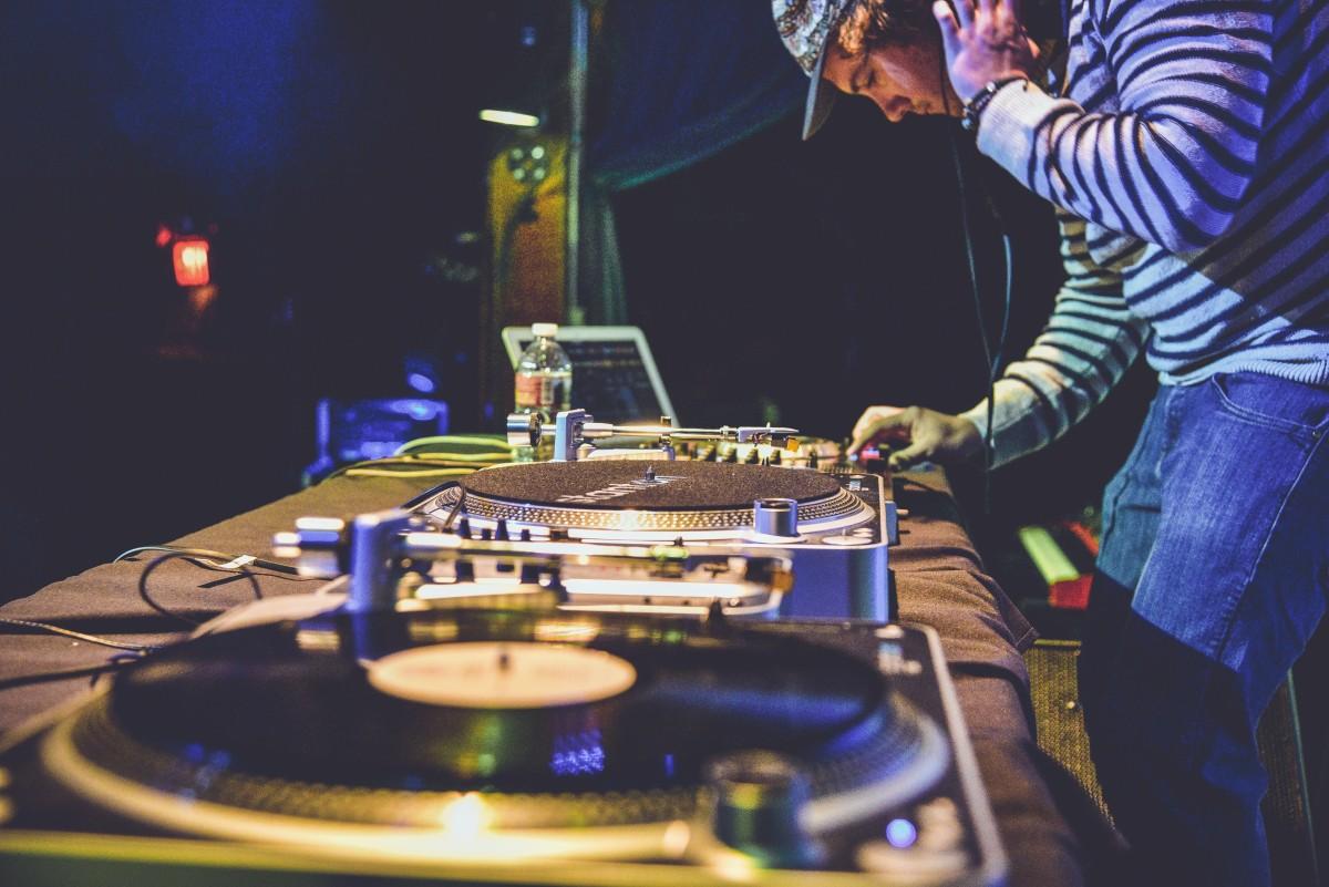 dj-music-noise.jpg