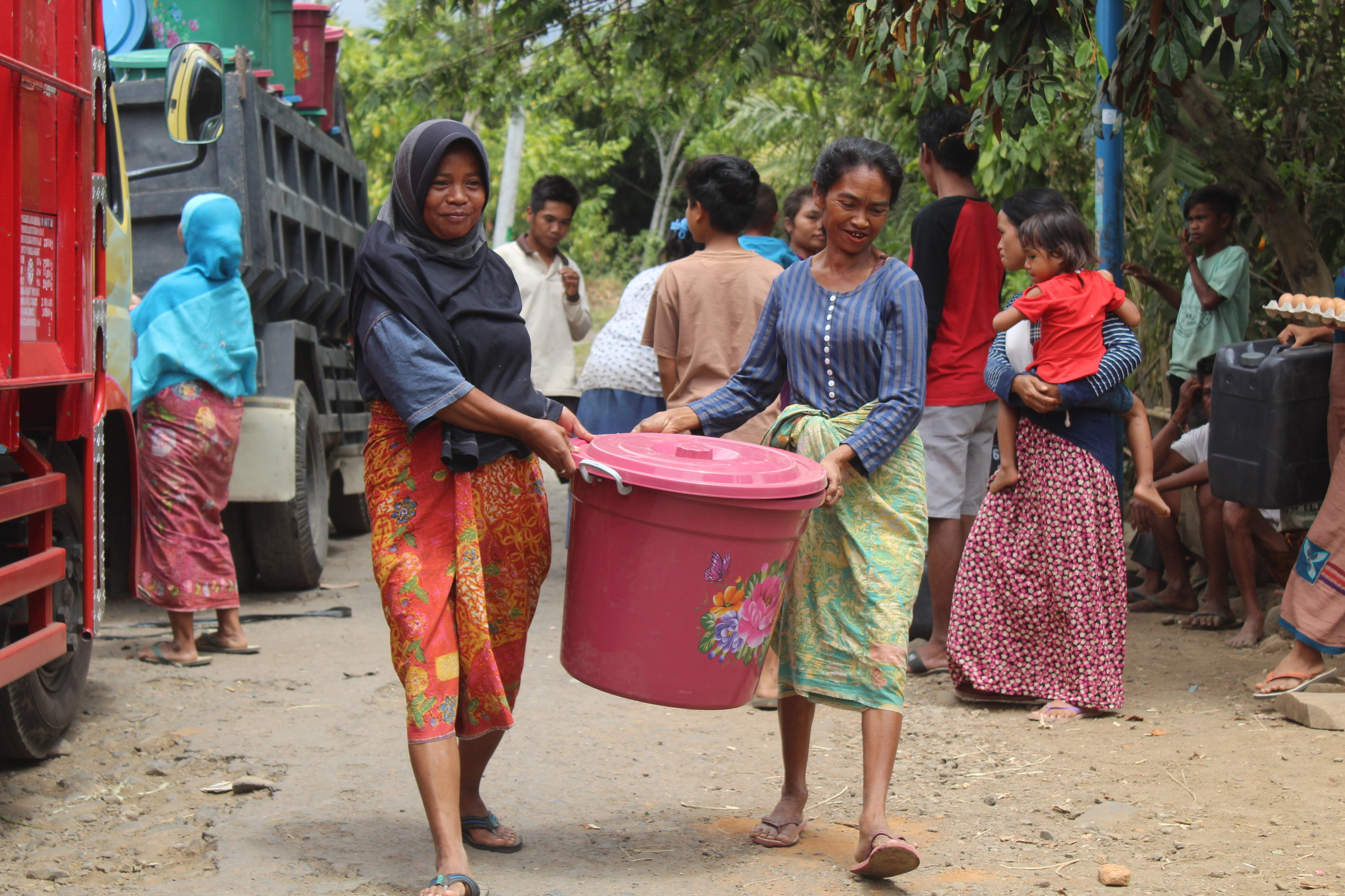 Lombok- Tanjung Biru-Relief Distribution6.JPG