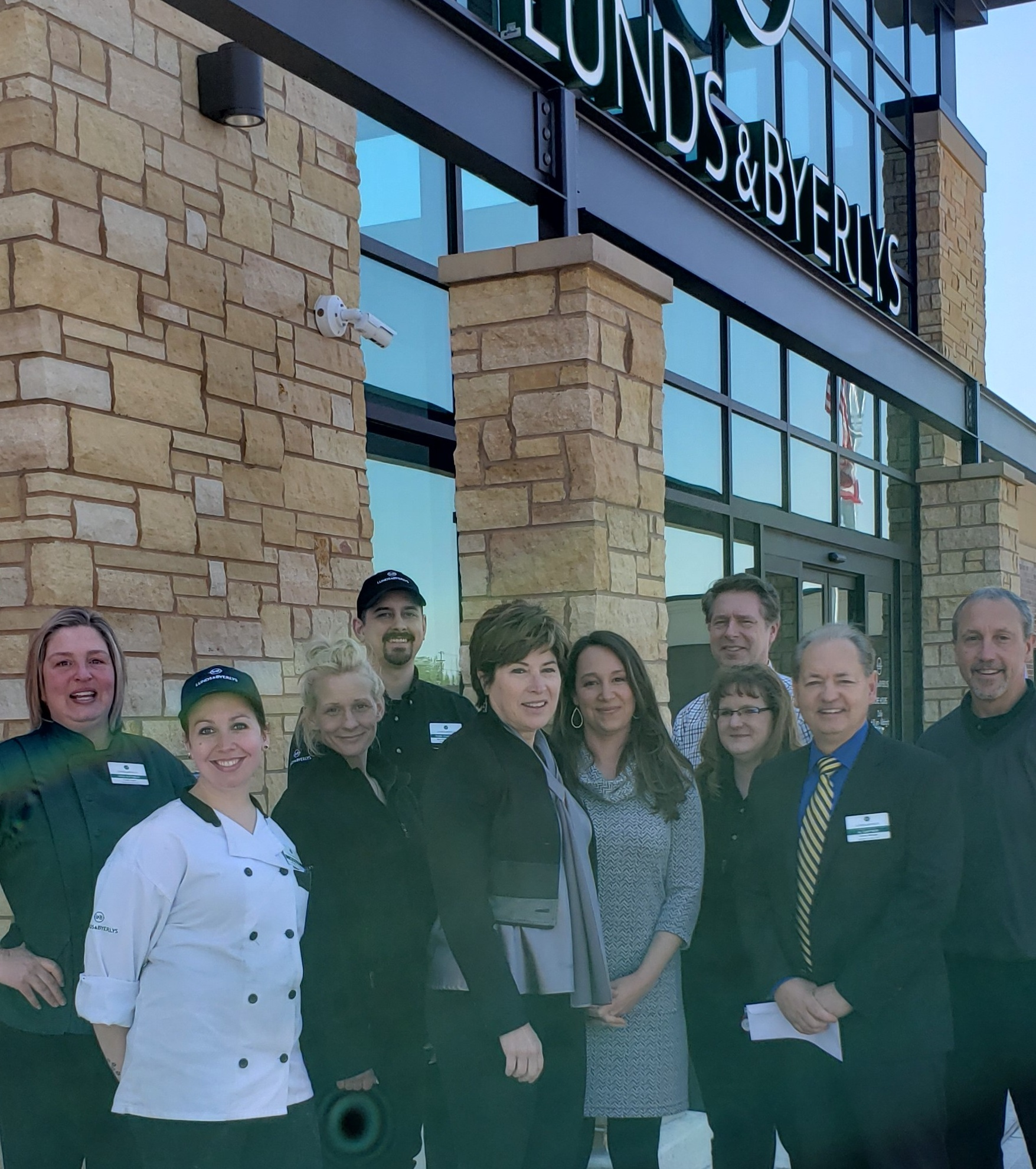 Russell+T.+Lund+Charitable+Trust+%28Lund%27s-Byerlys%29+Photo+5-14-19+store+manager+Al+Gartner.jpg