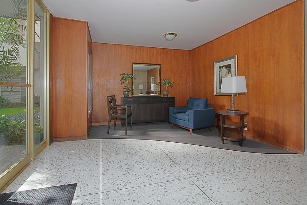 Oakland 385 U305 lobby 1sm.jpg