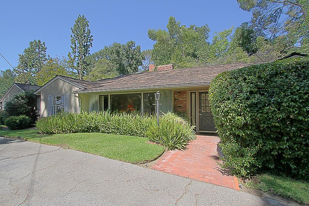 Sierra Madre Villa 1155 front 2sm.jpg