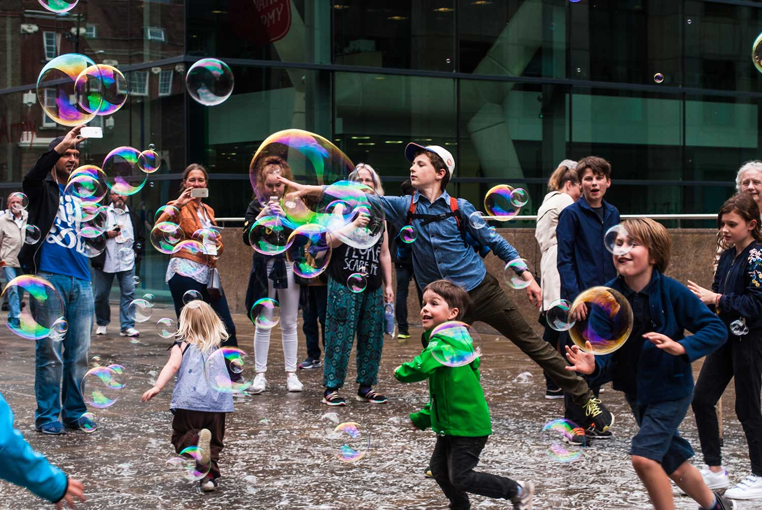 Kids-and-Bubbles-in-London_WEB.jpg