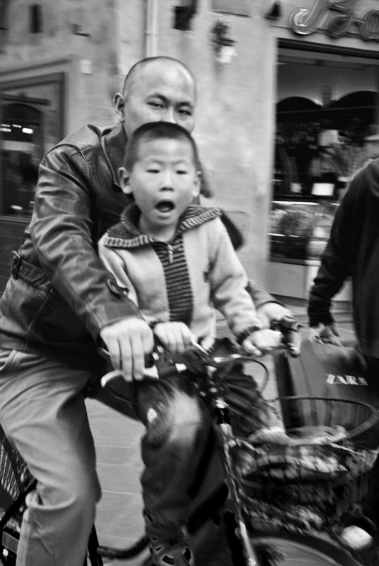 Chinese-Family-Biking-in-Florence_WEB.jpg
