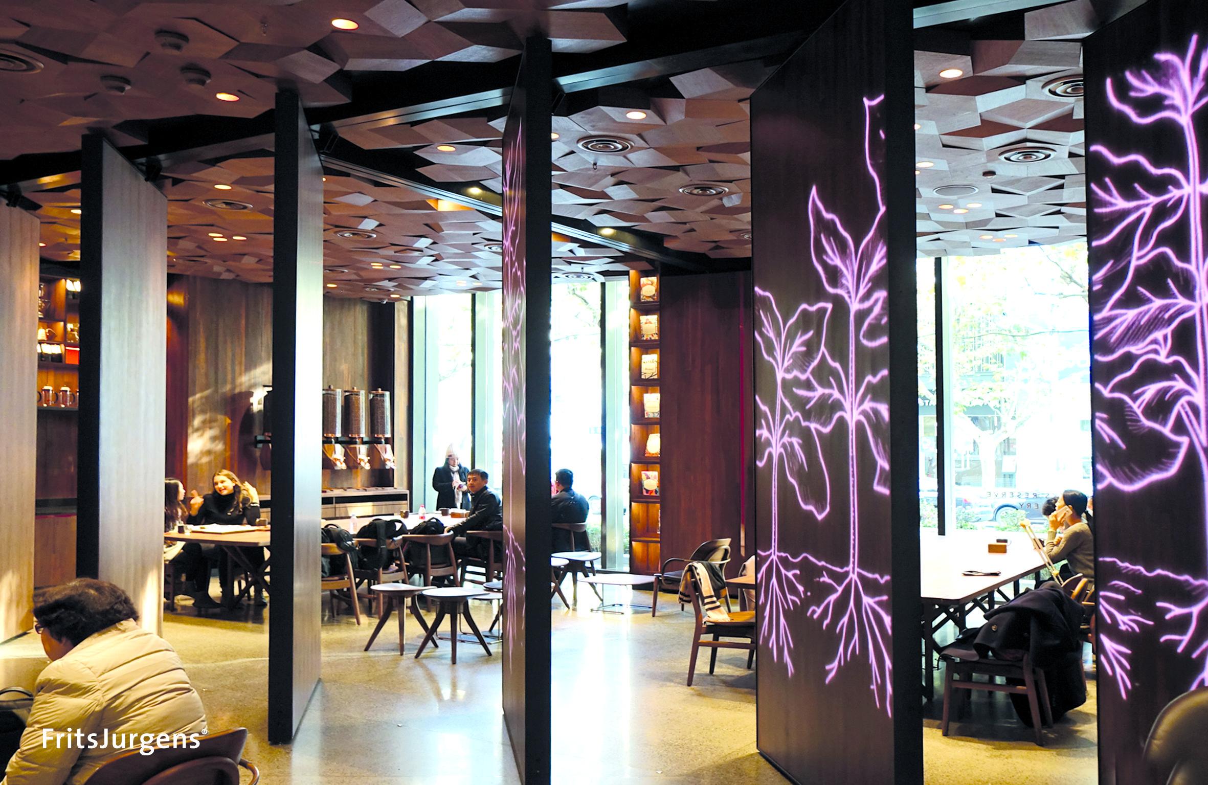 FritsJurgens_PivotHinge_Starbucks_Open.jpg