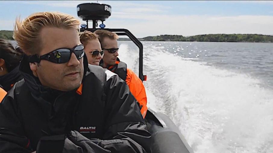 Passagerare i Ribbåt  Populärt är att lösa biljett i rib-båten för att åka med i ribbåten under dagen. Eller lös en biljett i ribbåten som du och din vän turas om att åka i medans den andra kör vattenskotern. Rekommenderas för ovana förare eller förare som skall vara med för första gången.