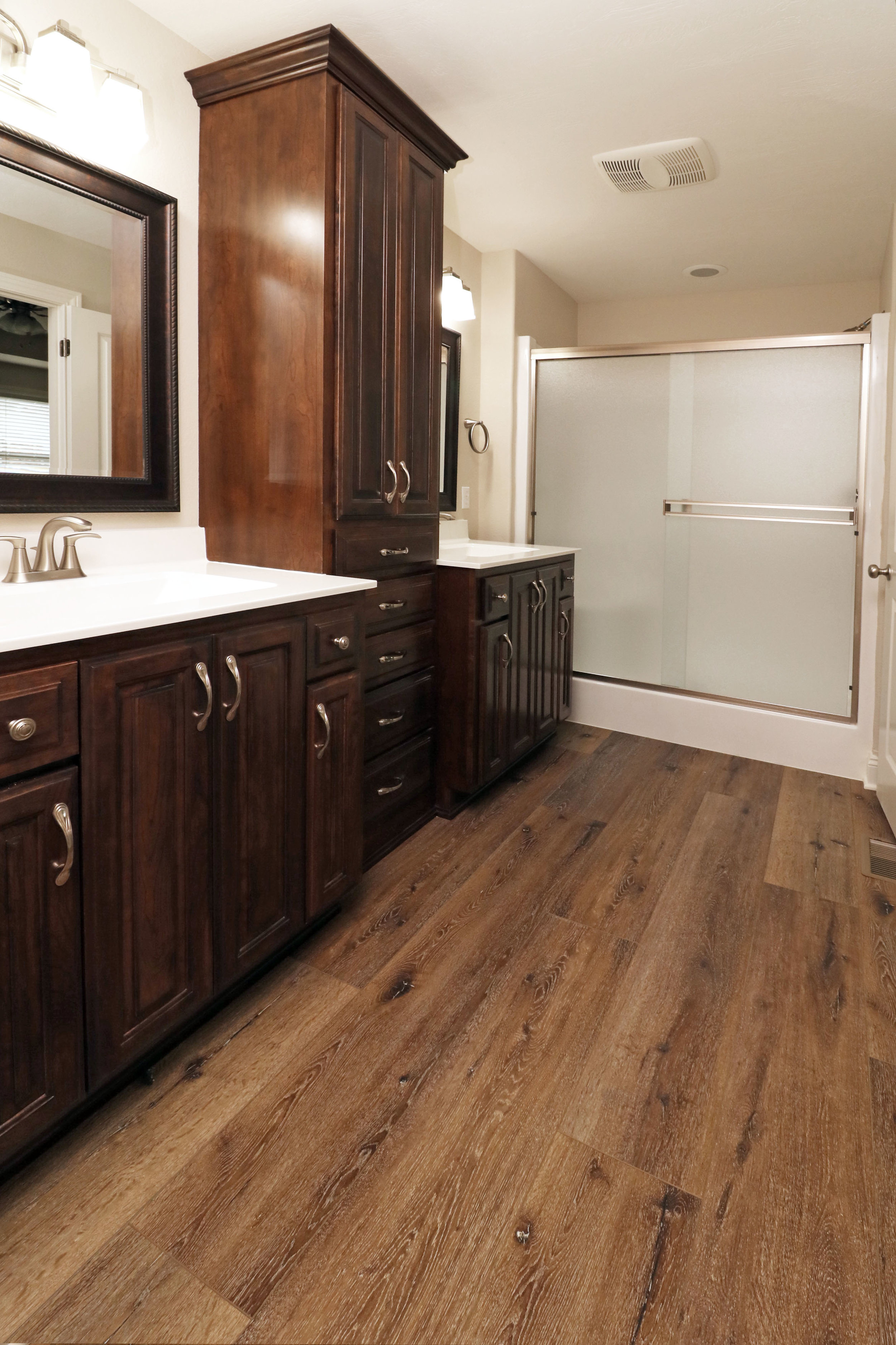 Luxury Vinyl: Southwind: Authentic Plank: Old English