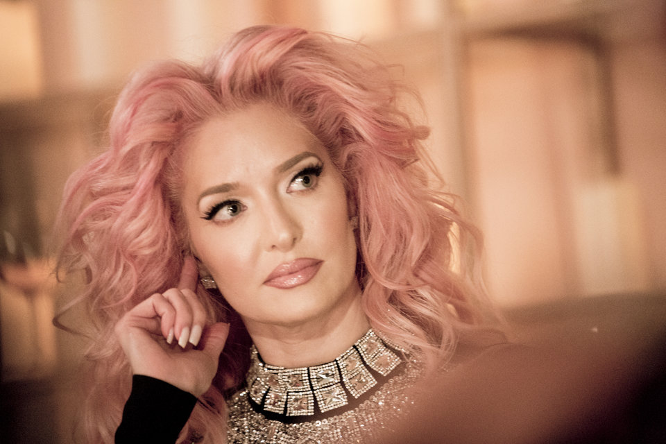 A picture of the queen ... I love this pink hair moment!