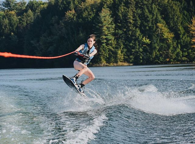 If snowboarding taught me anything...... bend yo kneeeees @powe.snowboards