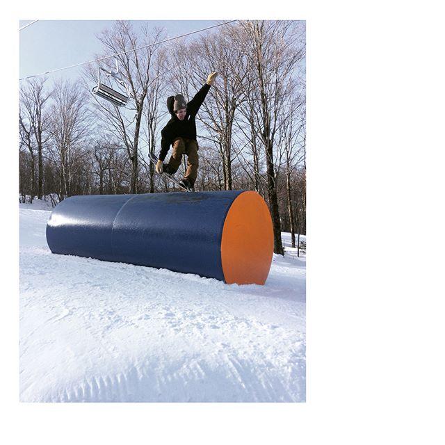 Mans not hot...peep derp face 🙃// @sugarbushparks @powe.snowboards // 📷: @melon_man_dan