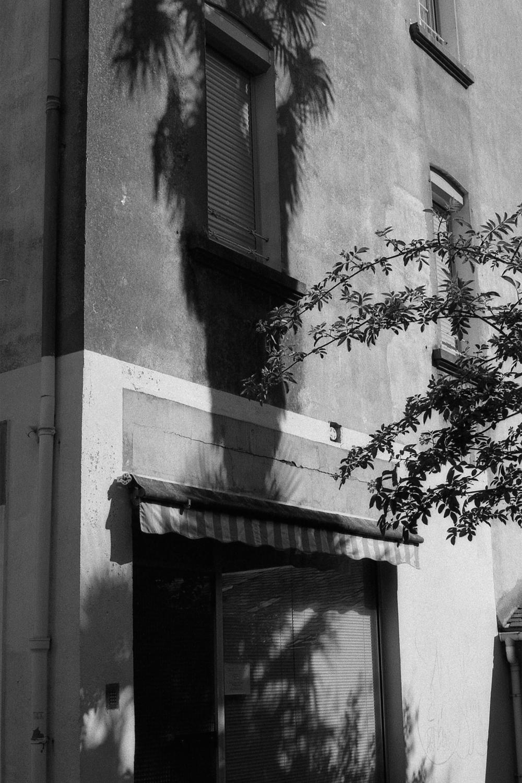 """Jean Marquès, """"Ce qu'il en reste""""  En couverture, Lucien Clergue, """"L'Homme-Cheval"""", tournage du """"Testament d'Orphée"""" de Jean Cocteau, Carrières des Baux-de-Provence, 1959"""